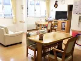 ホームの中心となる共用空間。お話をしたり、テレビを見たり、お茶を飲んだり、レクリエーションや行事をする居心地のいい楽しい場所です。