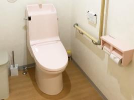 歩行用の補助具や車いすでも使いやすいスペースを確保しています。